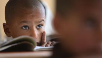Colegiile şi liceele s-au redeschis în Afganistan, însă numai pentru băieţi