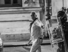 """Colonelul Paraschiv, """"fantoma alba"""" din Piata Victoriei, audiat de procurori: M-ati vazut pe mine agresiv?"""