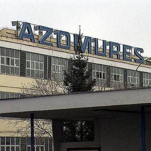 Combinatul Azomures isi recheama somerii si mai angajeaza 350 de oameni