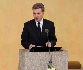 Comisarul european responsabil pentru Buget si resurse umane vine la Bucuresti. Se intalneste cu Iohannis si Tudose