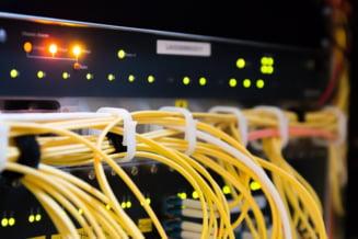 Comisia Europeana avertizeaza ca Internetul consuma extrem de multa energie electrica