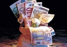 Comisia Europeana vrea sa limiteze bonusurile bancherilor