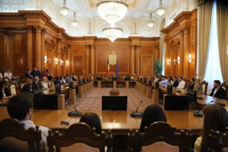 Comisia juridica a respins discutarea abrogarii recursului compensatoriu si revizuirea Constitutiei, propuse de PNL si USR