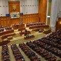 Comisia pentru munca urmeaza sa dea raport marti pe OUG care prevede cresterea etapizata a alocatiilor pentru copii. Proiectul ar putea intra marti in plenul Senatului