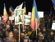 Comisia speciala, la Rosia Montana: Protest cu scandal, politicienii alungati