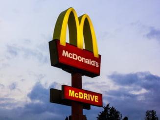 Compania care opereaza lantul McDonald's in Romania a raportat o scadere cu o treime a profitului pentru anul trecut