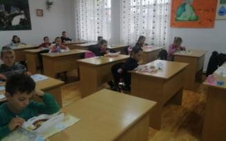 Comuna din Romania in care elevii primesc mancare calda la scoala. Este platita din banii de festivitati ai Primariei