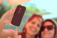 Concluzia cercetatorilor despre selfie-uri: Cum te vezi in poze si cum esti in realitate