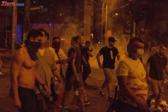 Condamnari in dosarul ultrasilor care au devastat Piata Victoriei in februarie 2017: Galeriile au fost chemate la protest