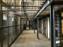Condamnat la 25 de ani de închisoare pentru omor deosebit de grav, un deținut a încercat să evadeze la centrul de vaccinare