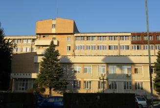 Conducerea Spitalului Municipal din Campina cere ajutorul autoritatilor. 3 medici supravegheaza 60 de pacienti si nu mai are cine sa faca garzi
