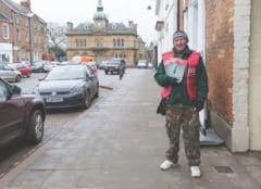 Consilier britanic, unui vanzator: Du-te naibii inapoi in Romania