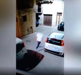 Consilier local italian, filmat în timp ce își împușcă partenerul de afaceri alături de care presta servicii funerare
