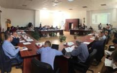 Consilierii din Alba Iulia isi voteaza noile super-indemnizatii. Cat va castiga lunar un ales local