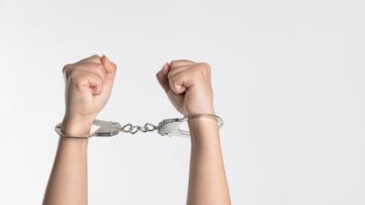 Constanta: Barbat arestat dupa ce a santajat mai multe minore ca va publica pe internet fotografii compromitatoare cu ele