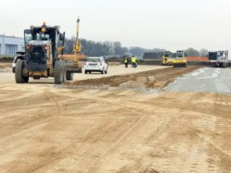 Constructorul si-a mobilizat intreaga capacitate de personal la constructia noii piste de la Aeroportul Bacau