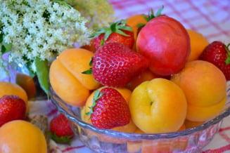 Consumam doar fructe de sezon sau ne grabim sa luam de toate, doar pentru ca se poate? Sondaj Ziare.com
