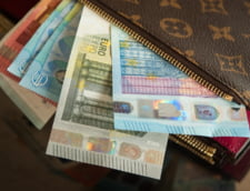 Consumatorii din zona euro renunta greu la cash