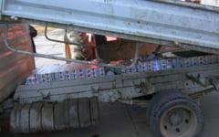 Contrabanda cu 300.000 de pachete de tigari. Judecatorii au prelungit mandatele de arestare pentru sase dintre inculpati
