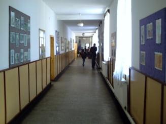 Controale in patru scoli din Bucuresti. Scandalul invatatoarei care cerea spaga extinde ancheta
