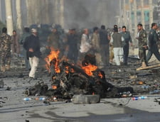 Convoi NATO, atacat in Afganistan - Zeci de victime