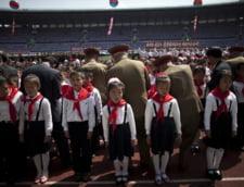 Copii aliniati pe stadion in Coreea de Nord