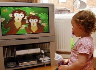 Copii legati in fata televizorului, la Viena