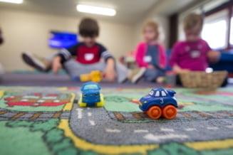 Copiii de azi, mai expuşi la canicule şi inundaţii de-a lungul vieţii în comparaţie cu bunicii lor STUDIU