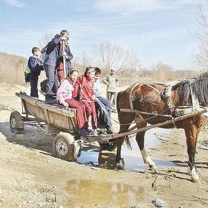 Copiii destepti de la sate, lasati din nou de izbeliste
