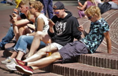 Copiii nostri stau 5 ore pe zi pe retelele sociale. 3 semne ca e o problema si 4 solutii de la psiholog