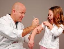 Copiii nu vor mai fi vaccinati in scoli, ci la mediul de familie