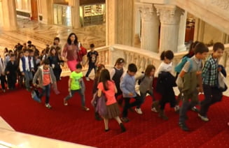 """Copiii pot fi """"senatori"""" pentru o zi, pe 1 Iunie. Un eveniment dedicat lor va fi organizat in gradina Camerei Superioare a Parlamentului"""