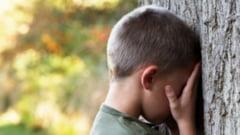 Copil de 7 ani abuzat sexual de alti doi minori