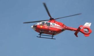 Copil de doi ani, dus cu elicopterul SMURD la Bucuresti dupa ce a fost ranit intr-un accident soldat cu alte patru victimne