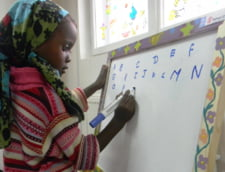 Copil refugiat scoala alfabet