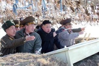 Coreea de Nord: Kim Jong Un a participat la exercitii militare cu munitie de razboi