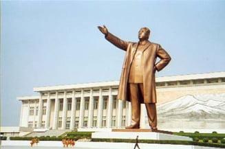 Coreea de Nord acuza Sudul de distrugerea statuilor