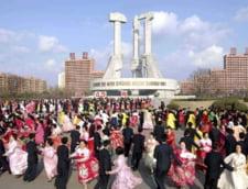 Coreea de Nord danseaza: Bucurie in masa la Phenian, in onoarea dictaturii (Video)
