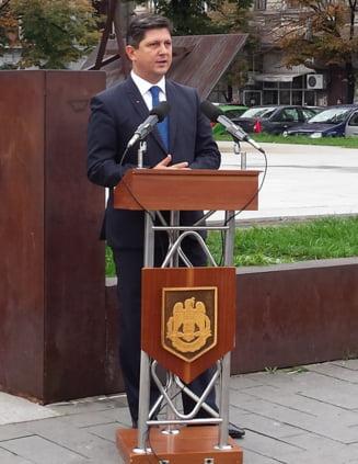 """Corlatean raspunde dupa ce a fost acuzat ca """"doarme"""" in cazul Lukoil"""