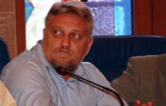 Corneliu Iacobov IESE DIN INCHISOARE dupa 4 ani si jumatate petrecuti in SPATELE GRATIILOR