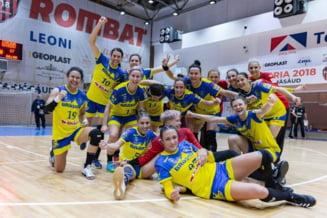 Corona Brasov este la un pas de grupele Cupei EHF, dupa un duel suta la suta romanesc in play-off