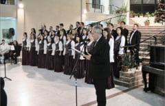 """Corul Vidu a intonat """"Imnul Eroilor"""" in deschiderea concertului dedicat Zilei Orasului"""