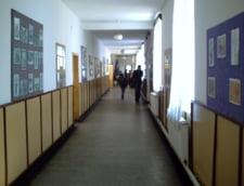 Coruptia in scoli: Profesorii vor sa o pedepseasca pe eleva care si-a denuntat diriginta