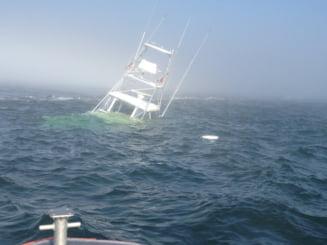 Cosmarul unor naufragiati: Au inotat ore intregi pana la o insula ... pe care erupea un vulcan