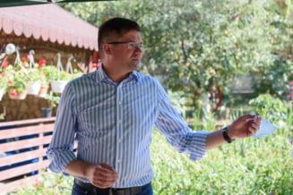 Costel Alexe, pus oficial sub urmarire penala pentru luare de mita si instigare la delapidare. Fostul ministru se declara nevinovat