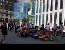 Cozi uriase in fata magazinului Apple: Oamenii vor un iPhone 6 care va fi lansat peste 5 zile