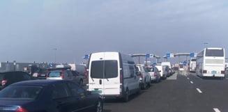 Cozi uriase la Nadlac: Politia de Frontiera spune ca romanii se duc la strand in Ungaria