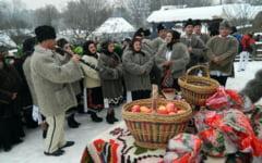 Craciunul - sarbatoarea familiei cu traditii religioase, obiceiuri populare si superstitii