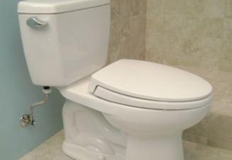 Craiovenii care nu trag apa la toaleta pentru a face economie, taxati din oficiu