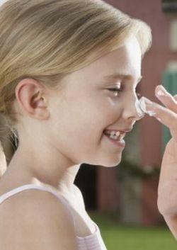 Crema pentru protectie solara, interzisa intr-o scoala din Marea Britanie